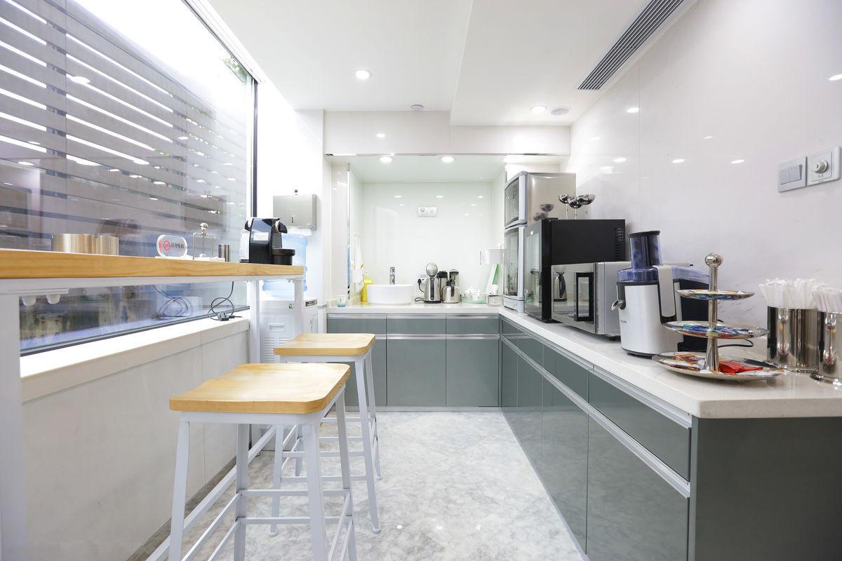 小面积的办公室茶水间设计