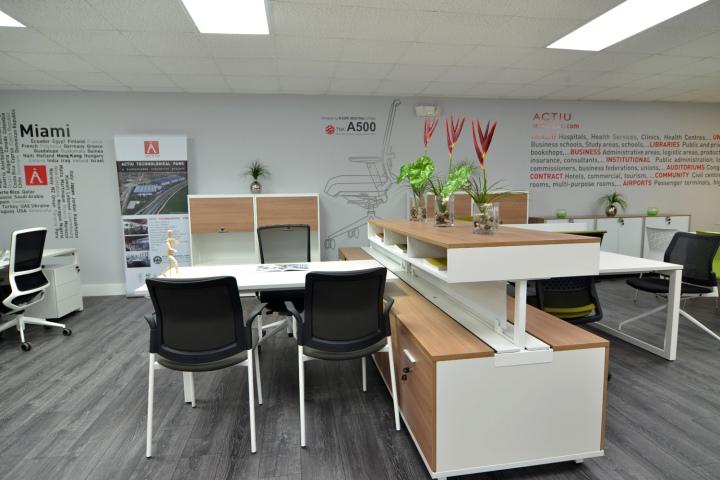 静安区博鸿大厦360平米办公室