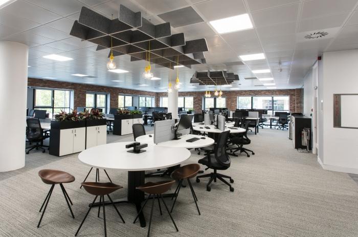 上海静安区金融服务公司办公空间设计案例..