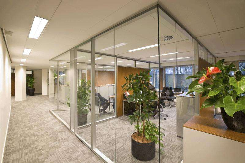 办公室玻璃隔断设计效果图片