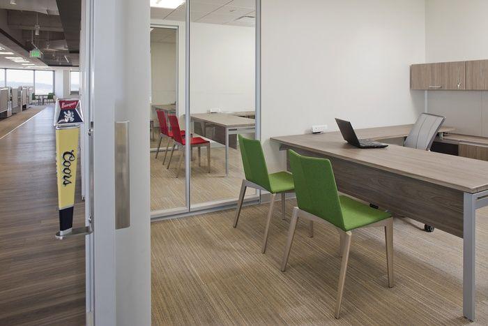徐汇红酒销售公司办公室设计方案