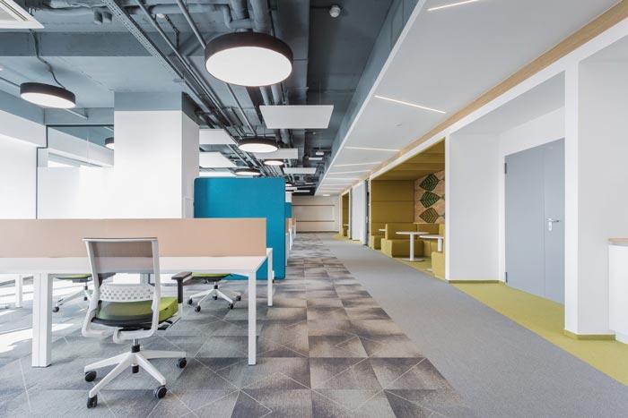 投资管理公司员工办公区装修效果