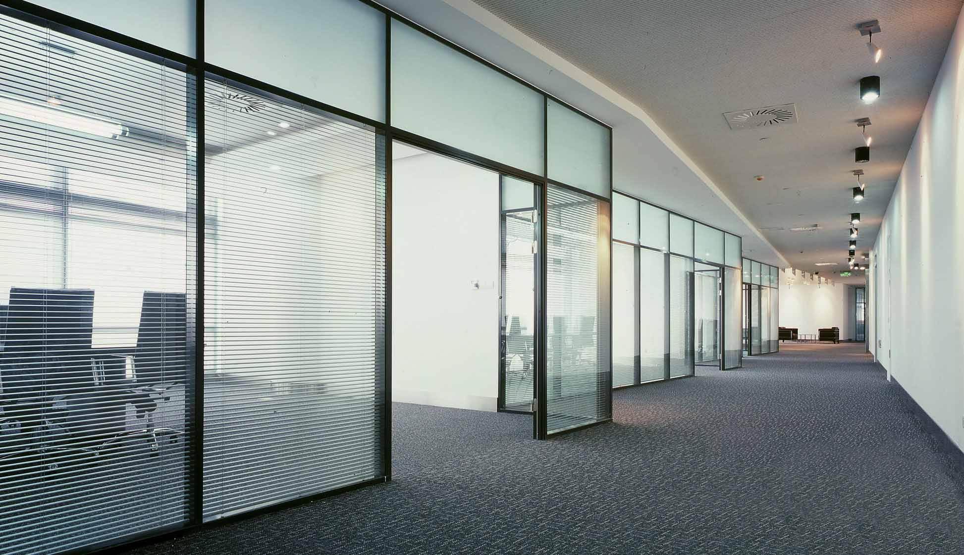 办公室隔断用透明玻璃装修好不好