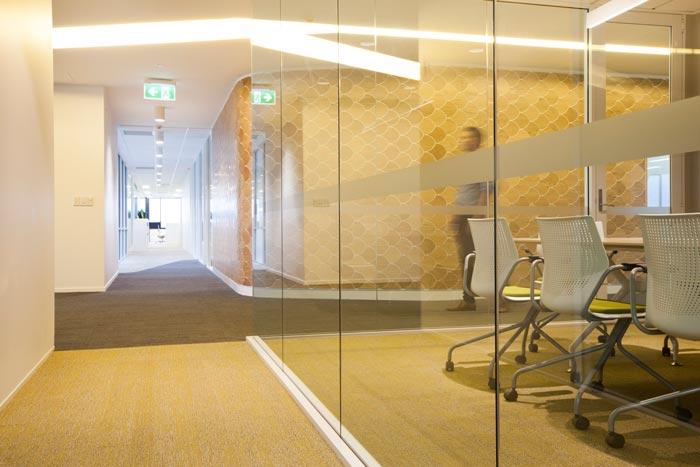 医疗器材公司办公室过道装修设计效果