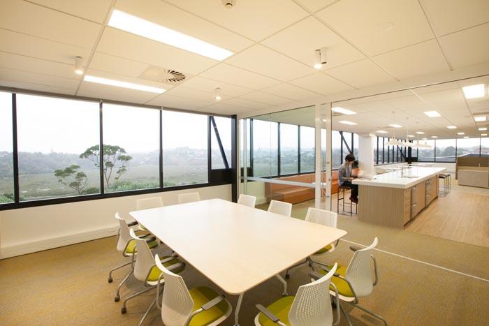 医疗器材公司开放式会议室的设计效果