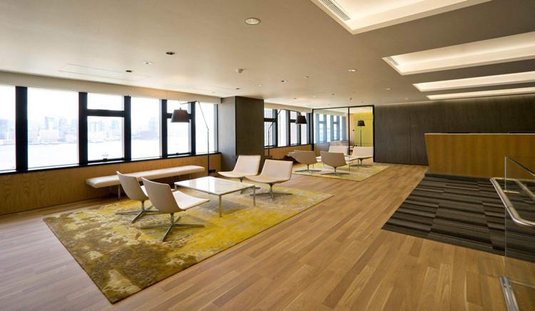 办公室装修用实木地板如何保养?