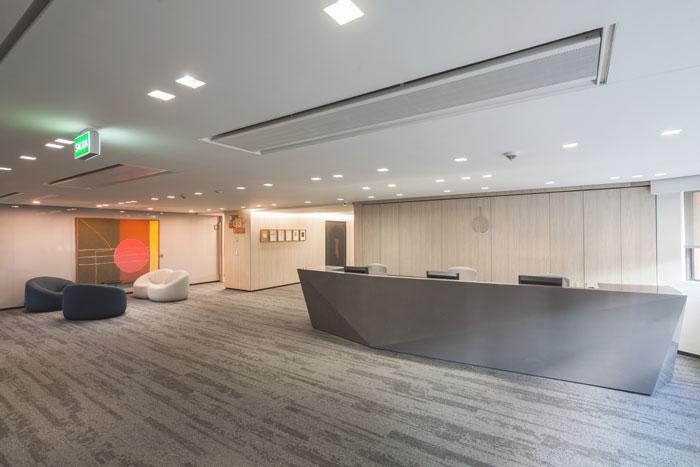 金融投资公司办公室前台设计效果