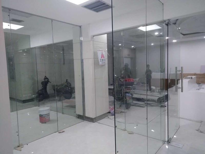 长宁办公室装修隔断施工现场图片