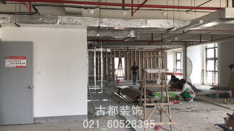 浦东办公室装修吊顶施工现场