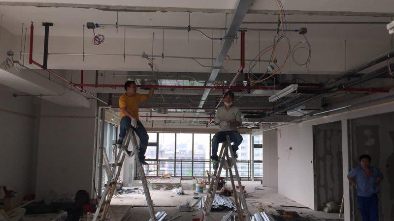 徐汇办公室装修施工吊顶现场图片