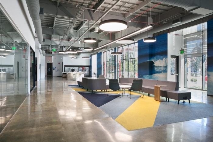 工业风格办公室吊顶装潢设计效果..