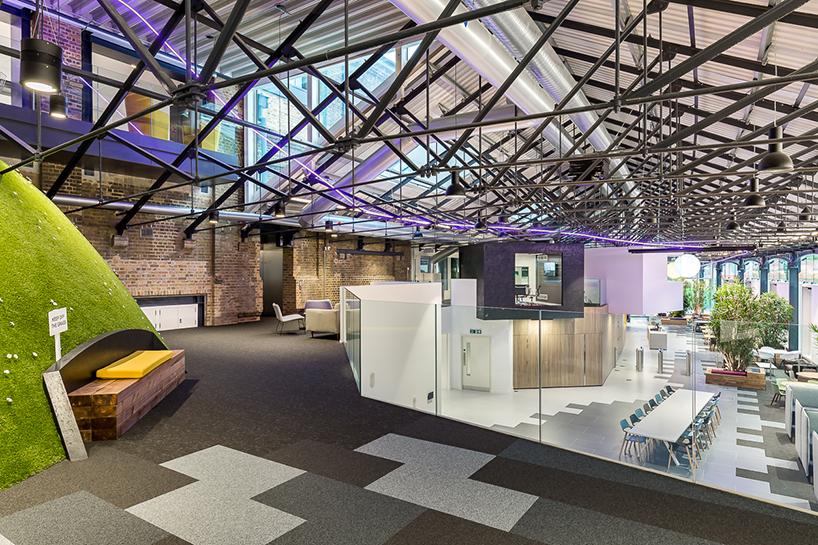 外企金融公司办公楼空间设计图片