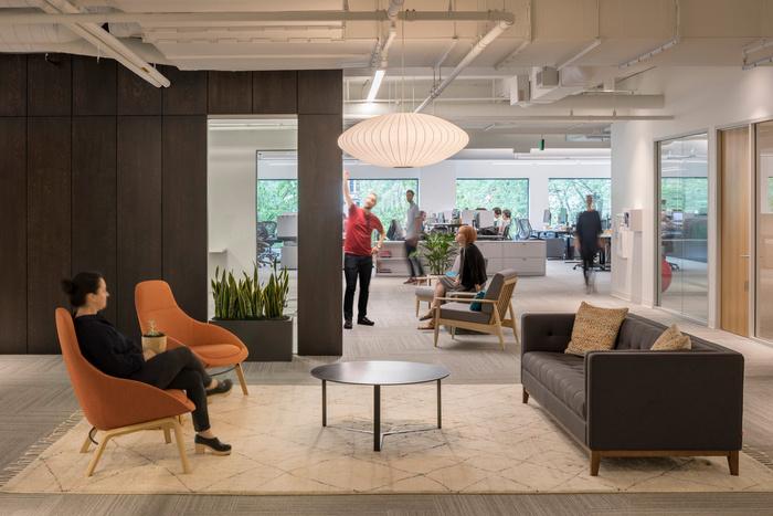 公司总部翻新办公空间设计效果图