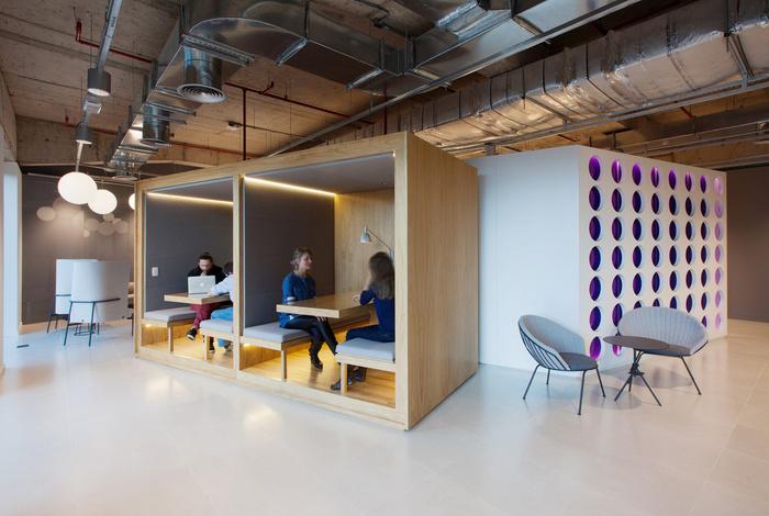 宽敞和开放的办公空间设计效果图
