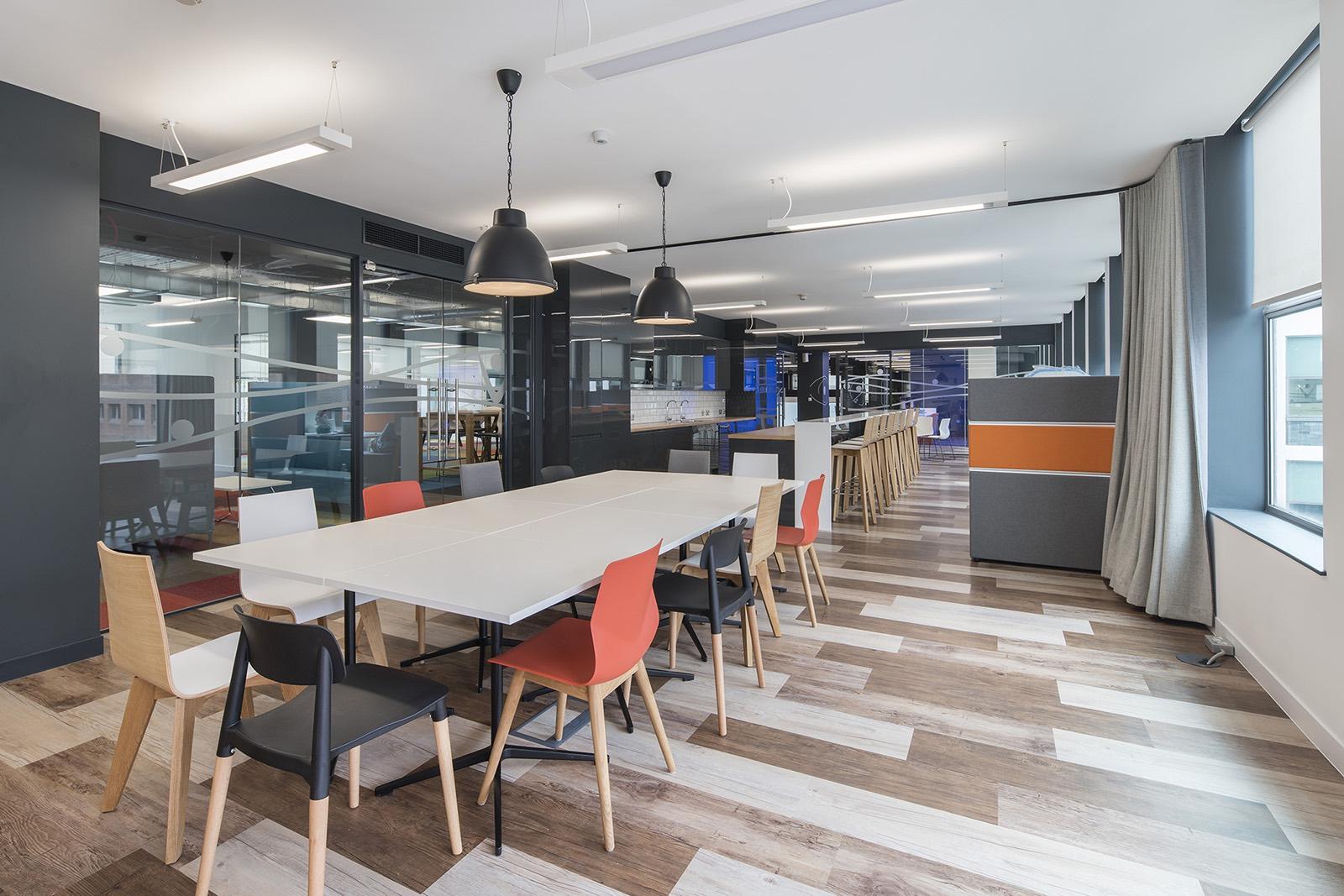 主题办公室空间设计图片(2家公司合并)