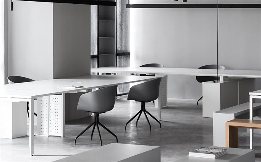 黑、白、灰颜色工业风格办公室设计效果