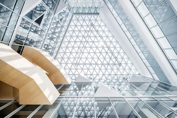 集团总部办公楼空间顶部设计方案