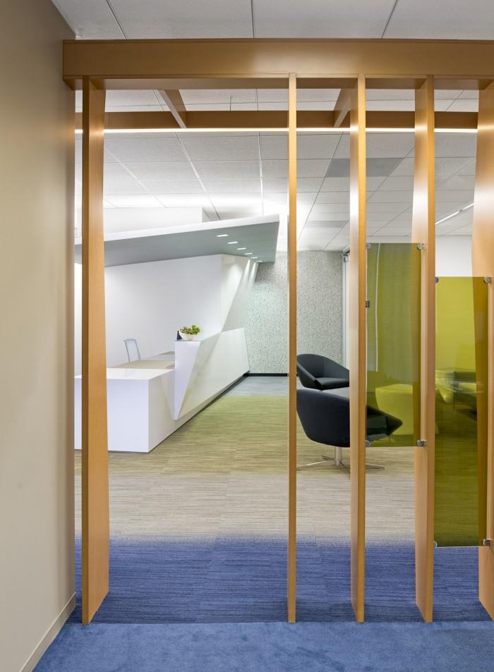 木制隔斷給個性辦公空間增加優雅之感
