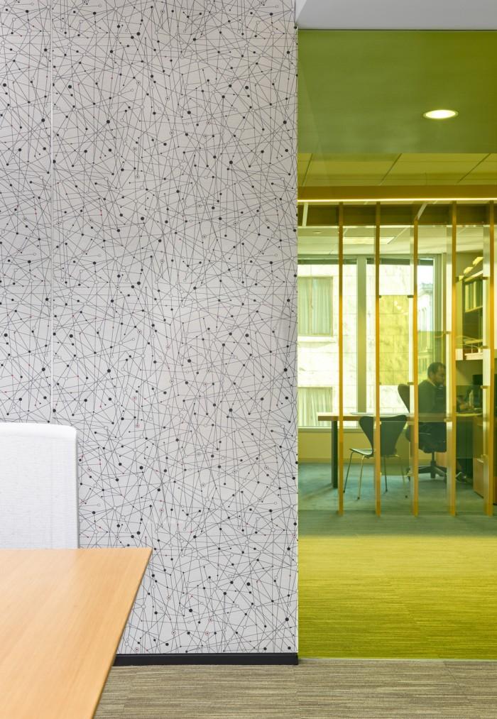 特殊的隔斷設計讓辦公空間設計更個性