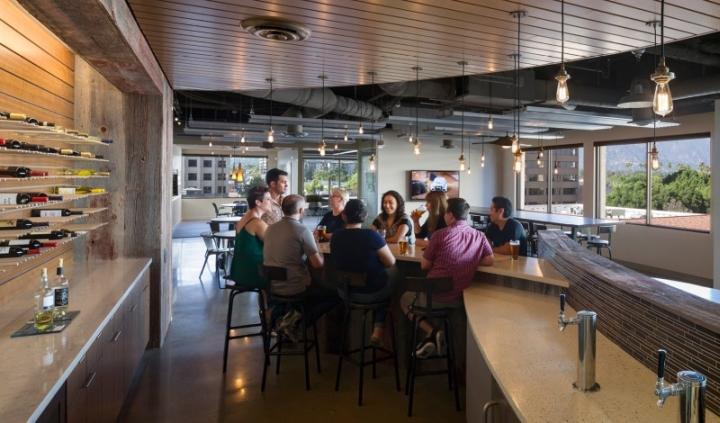 辦公空間設計成酒吧樣,妳喜歡麽?