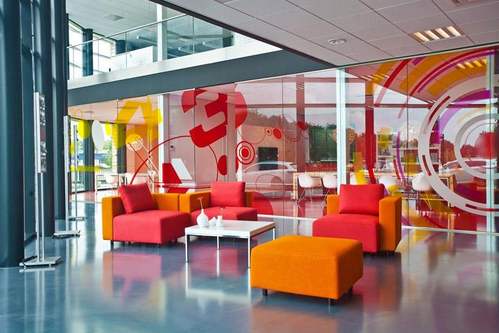 透明度是該辦公空間設計的核心