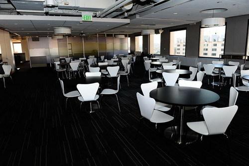 看似簡潔卻生動的辦公空間設計