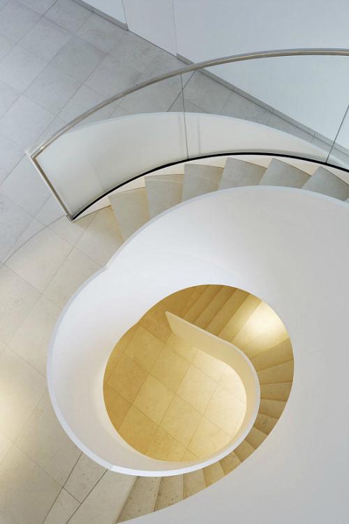 飛旋的辦公空間樓梯設計