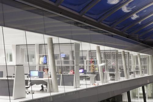 簡單的辦公家具也融入了濃厚的辦公空間設計創意