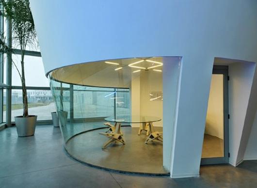 辦公空間設計成倒立的圓柱狀
