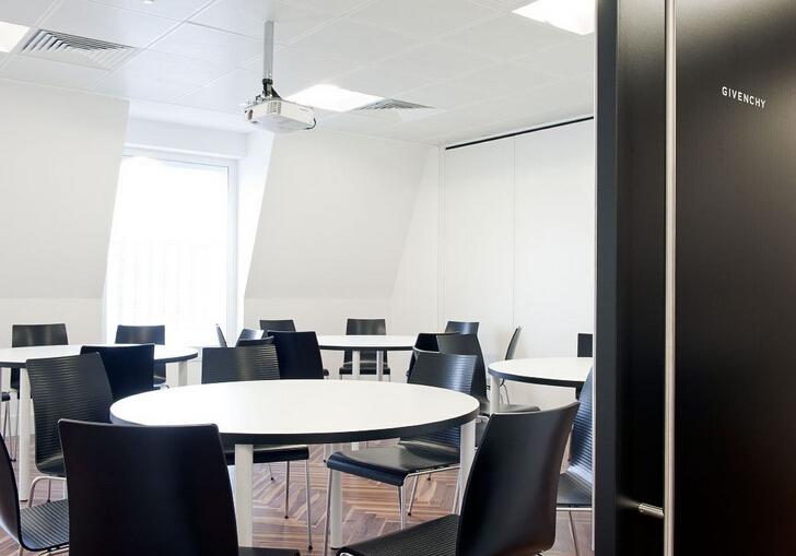 黑與白的極簡辦公空間設計風格