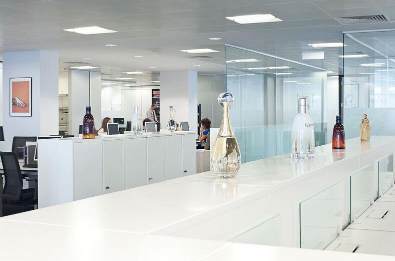 奢侈品現代辦公空間設計的突出亮點是亮度