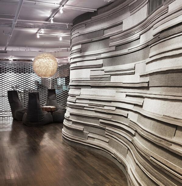金屬風十足的時尚辦公空間