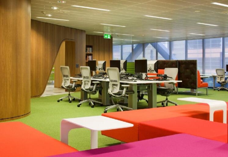 鼓勵交流的辦公空間布局