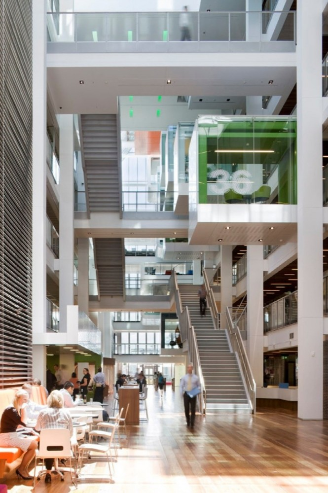 十層高中庭的辦公空間設計規劃