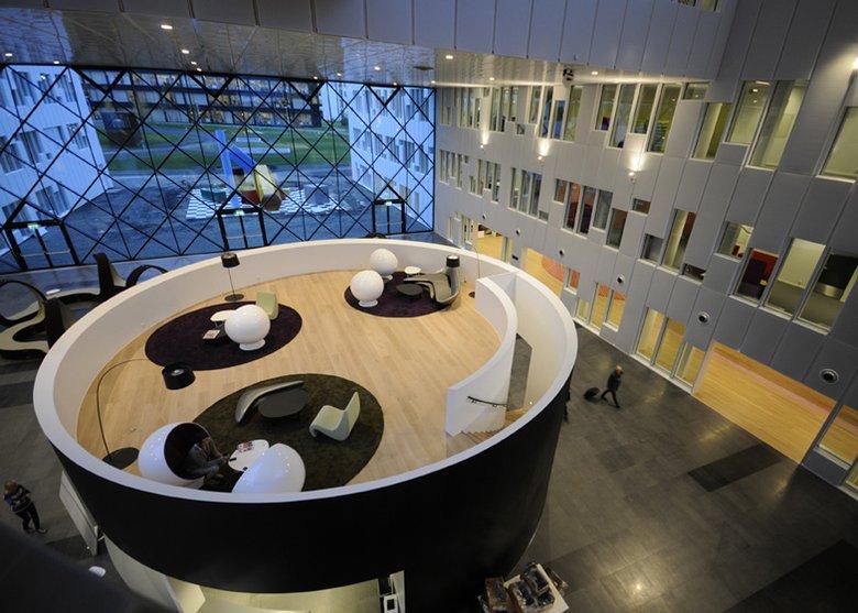 標準而靈活的石油公司辦公空間設計