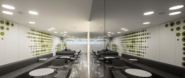 """上海办公楼装修- 黑白創意""""圓""""簡約辦公空間設計,俄羅斯Uralchem公司總部"""