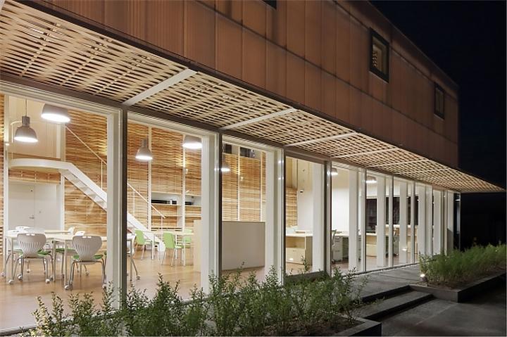 上海写字楼装修- 日本福冈木条编织办公室设计