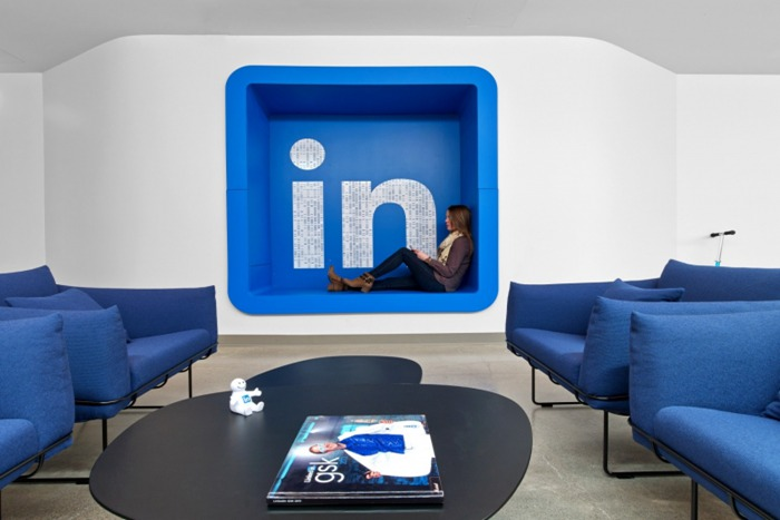 上海写字楼装修- 活力色彩設計,多倫多LinkedIn社交網站